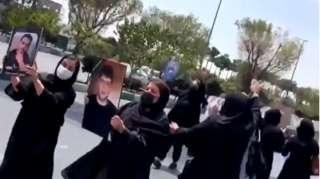 مادران داغدار در خیابان از مردم میخواستند که همراه آنان شوند