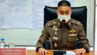 """前警长蒂蒂桑·乌塔纳芬中校(Colonel Thitisant Utthanaphon)被指拥有42辆豪车因而获得""""法拉利乔""""(Joe Ferrari)外号。"""