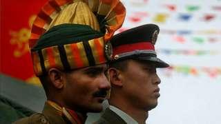 ભારતીય અને ચીની સૈનિક