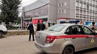 ပမ်းမြို့လို့ခေါ်တဲ့ ရုရှား မြို့တစ်မြို့က တက္ကသိုလ်တစ်ခုမှာ သေနတ် သမားတစ် ယောက်က ဝင်ရောက် ပစ်ခတ်ခဲ့လို့ အနည်းဆုံး လူ၈ယောက် သေဆုံးသွားတယ်လို့ တာဝန်ရှိတဲ့သူတွေက ပြောပါတယ်။