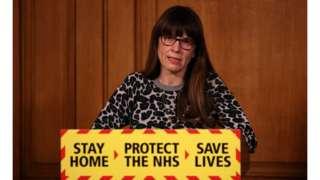 Médica Susan Hopkins em coletiva do governo sobre coronavírus em março