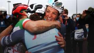 Lizzie Deignan celebrates her victory with team-mates