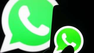 Logo do Whatsapp em tela de celular e em tela maior atrás