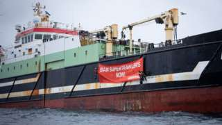 Greenpeace protest on trawler