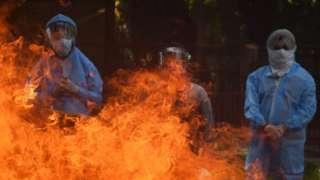 Кремация умершего от ковида в Индии