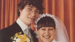 El padre Simon y su esposa Jean
