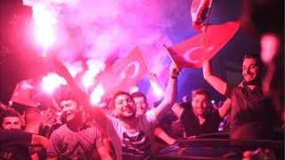 Люди на вулицях Стамбула