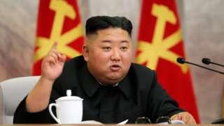 김정은 노동당 위원장은 22일 만에 공개석상에서 모습을 드러냈다