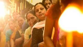 சபரி மலையில் பெண்கள் வழிபடும் உரிமை: விசாரணை 7 நீதிபதிகள் அமர்வுக்கு மாற்றம்