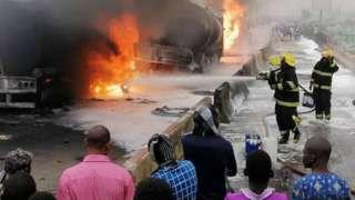 Firefighters dey battle to quench di fire ontop Kara bridge