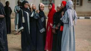 Ladies wey dress in Abaya