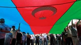 Dad sita calan aad u weyn oo dalka Azerbaijan