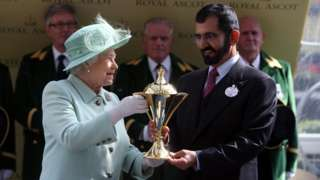 The Queen presents the Gold Cup to Sheikh Mohammed Al Maktoum at Ascot in 2012