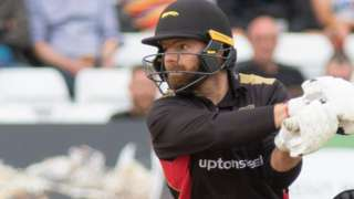 Aaron Lilley in action for Leicestershire