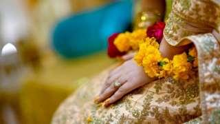 பழிக்குப் பழி: கணவரைக் கொன்றவரை திருமணம் செய்தபின் சுட்டுக் கொன்ற பெண்