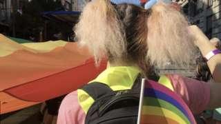 LGBT zastava na paradi ponosa u Beogradu 2018.