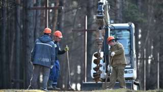 Workers removing crosses at Kuropaty, 4 Apr 19