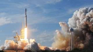 ဓါတ်ပုံ ၁ ။ ။ လပေါ်လူလွှတ်တဲ့အပြင် သွားရောက် စတင်နေထိုင်ဖို့ ရည်ရွယ်ချက်ရှိတဲ့ SpaceX ရဲ့ အာကာသစီမံကိန်း