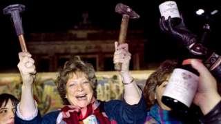 Berlin Wall celebrations, 15 Nov 89