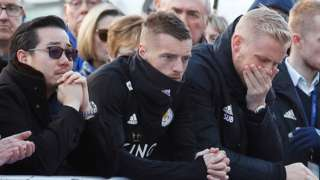 Jamie Vardy, Kasper Schmeichel and Vichai Srivaddhanaprabha's son pay tribute