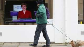 Nicola Sturgeon delivering briefing on TV