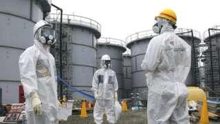 Рабочие во время ликвидации последствий цунами