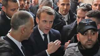 French President Emmanuel Macron confronts Israeli police at the entrance to the Church of St Anne in Jerusalem (22 January 2020)