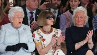 La Reine aux côtés d'Angela Kelly et Anna Wintour, rédactrice en chef de Vogue