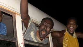 Di coup leaders don release prisoners wey dem detain during Alpha Condé rule