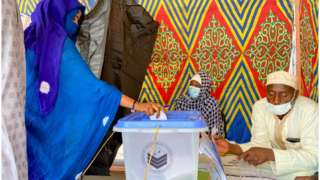 A woman casts her ballot at the pooling station during the presidential election in N'Djamena, Chad April 11, 2021