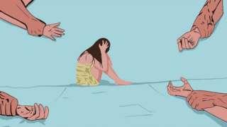 Рисунок - женские руки, прижатые к полу мужскими. Девушка, завернутая в полотенце, сидит, зажав голову.