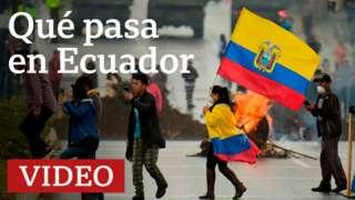 Manifestantes con bandera de Ecuador
