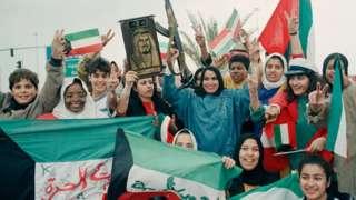 Jóvenes celebrando la liberación de Kuwait en 1991.