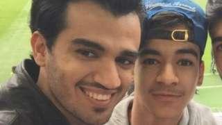 ခါလစ် အယ် ဂျက်ဘရီ (ဘယ်ဘက်) က သူ့ညီ အိုမာ (ညာဘက်)ကို အစိုးရက ဓားစာခံလိုဖမ်းထားတယ်လို့ ယုံကြည်နေပါတယ်