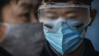 Chineses usam material de proteção