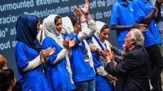 စက်ရုပ်ဖန်တီးသူ အာဖဂန်အမျိုးသမီးငယ်အဖွဲ့က အဖွဲ့၀င် ၉ ဦး ကာတာနိုင်ငံကို ဘေးကင်းစွာ ရောက်ပြီ