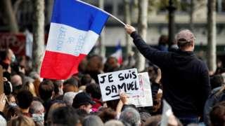 kalabalık ve ifade özgürlüğü yazılı fransa bayrağı