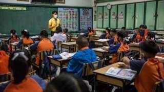 ภาพบรรยากาศการเรียนที่โรงเรียนแห่งหนึ่งในกรุงเทพฯ ก่อนที่การระบาดของโควิด-19 รุนแรงขึ้นเมื่อต้นปีที่ผ่านมา