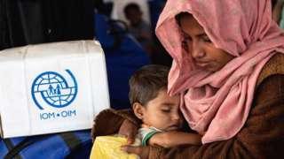 ဓါတ်ပုံ ၁။ မြန်မာနိုင်ငံကနေ ဘင်္ဂလားဒေ့ရှ်ကို ထွက်ပြေးခဲ့ရတဲ့ ရိုဟင်ဂျာဒုက္ခသည်တွေကိုလည်း ယူကေက ထောက်ပံ့ပေးနေ