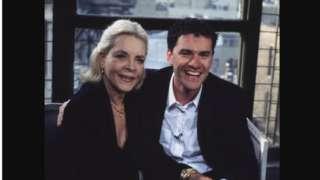 2000年8月,Lauren Bacall 和BBC2頻道主持人Mark Cousins