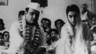 1942 ஆம் ஆண்டு அக்டோபர் 8 ஆம் தேதி ஃபிரோஸ் காந்தி மற்றும் இந்திர காந்தி திருமணம்