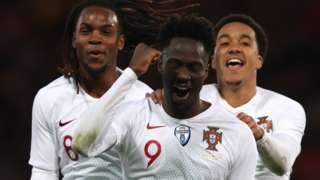 Eder of Portugal celebrates his goal
