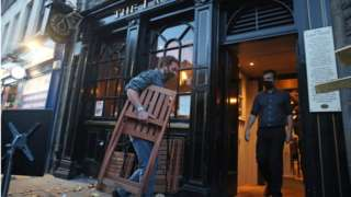 pub closing in edinburgh