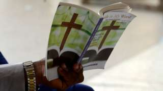 Pesin hold book catholic song book