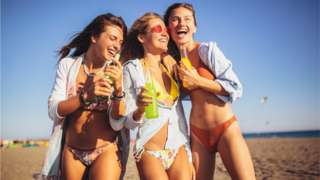 Молодежь на пляже
