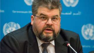 Poslanik Bogdan Jeremenko fotografisan je kako pregovara oko usluge i cene sa prostitutkom