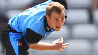 Charlie Morris bowling for Worcestershire