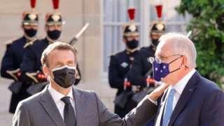 French President Emmanuel Macron (left) and Australian Prime Minister Scott Morrison in Paris, France. Photo: June 2021