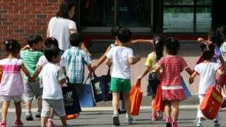 在「統一院」安置中心的小孩。