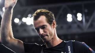 Andy Murray waves to the crowd after losing to Roberto Bautista Agut